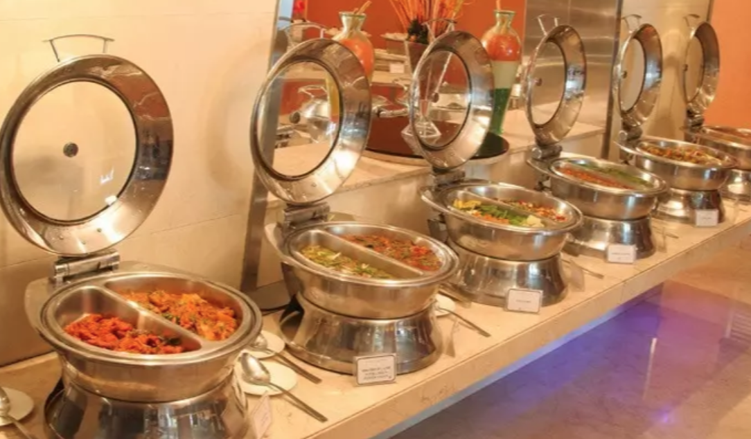 All You Night Owls In Hyderabad, The Golkonda Hotel Is Serving A Midnight Buffet For Just INR 499. Quite Awesome, We Say!